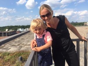 William und ich beim Sektempfang auf einer Dachterrasse in Berlin