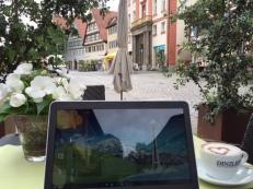 Im Sonnenschein im Café sitzen - das geht nicht nur im Urlaub